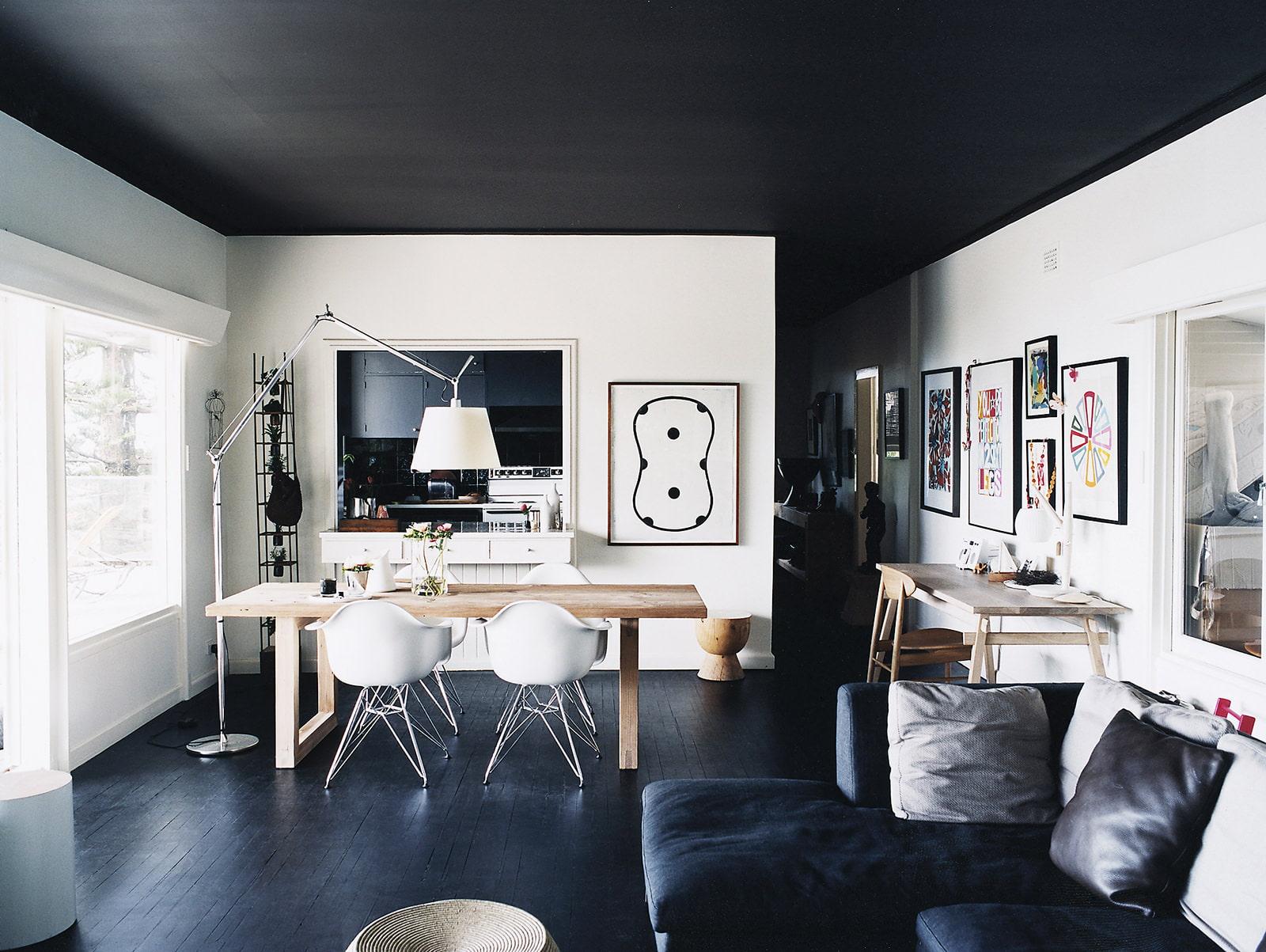 квартира с черным потолком